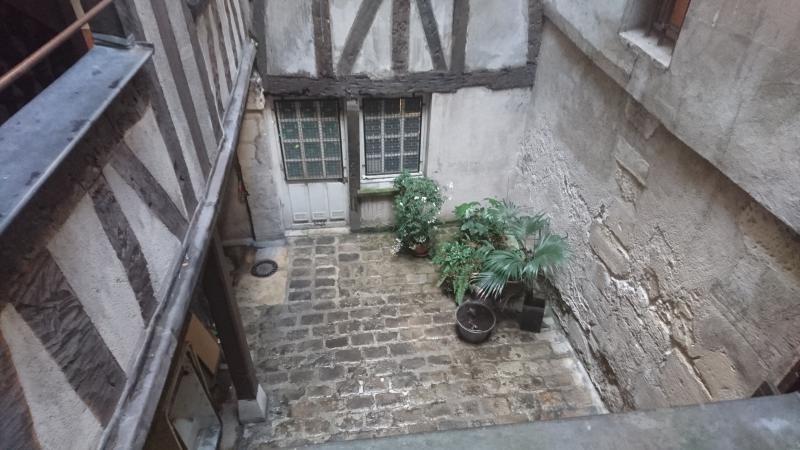 Vente de prestige appartement Paris 4ème 394900€ - Photo 2