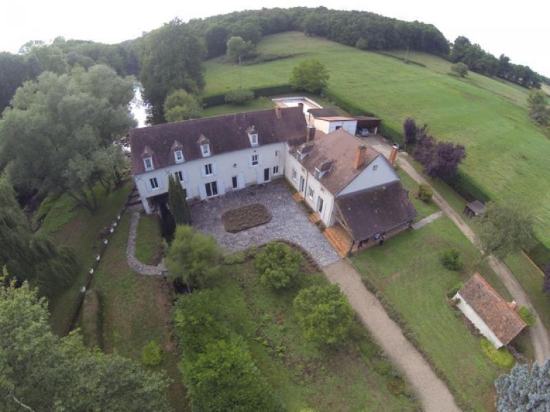Vente de prestige maison / villa Chantelle 800000€ - Photo 2
