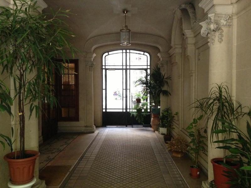 Location appartement Paris 19ème 910€ CC - Photo 2