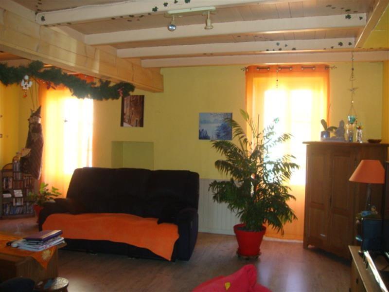 Sale house / villa Tonnay-boutonne 143700€ - Picture 2