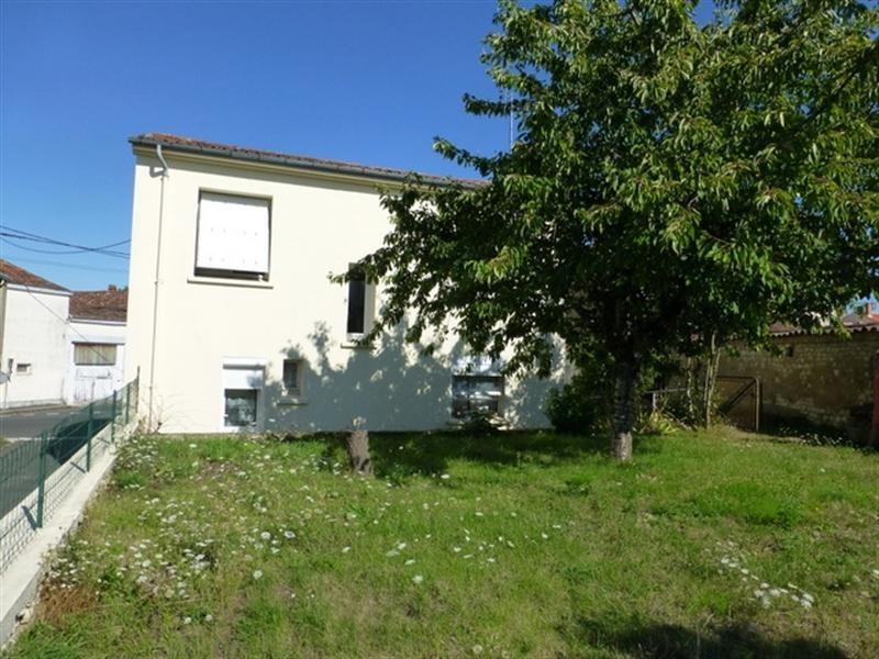 Sale house / villa Saint-jean-d'angély 122000€ - Picture 2