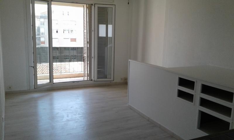 Location appartement Marseille 6ème 650€ CC - Photo 1