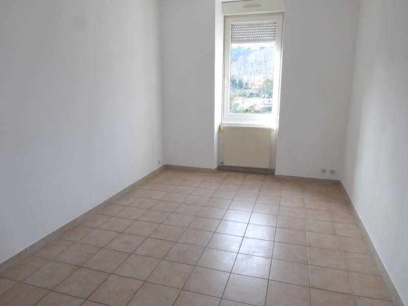 Location appartement Aubenas 419€ CC - Photo 1