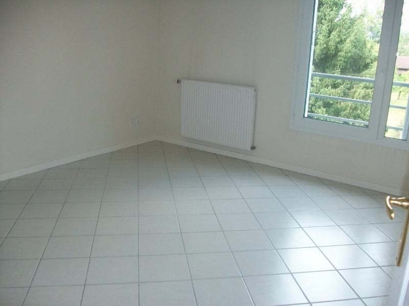 Location appartement Goncelin 786€ CC - Photo 4