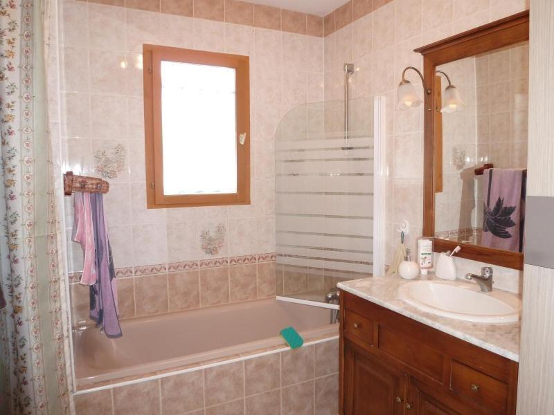 Vente maison / villa St remy en rollat 158000€ - Photo 6