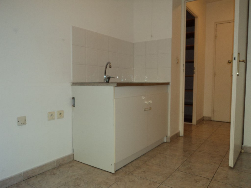 Rental apartment Menton 690€ CC - Picture 3