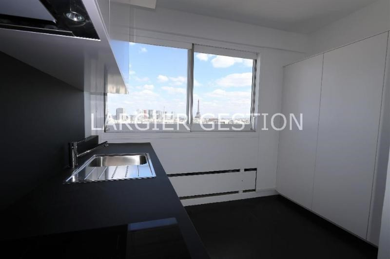 Location appartement Paris 15ème 2 638€ CC - Photo 7