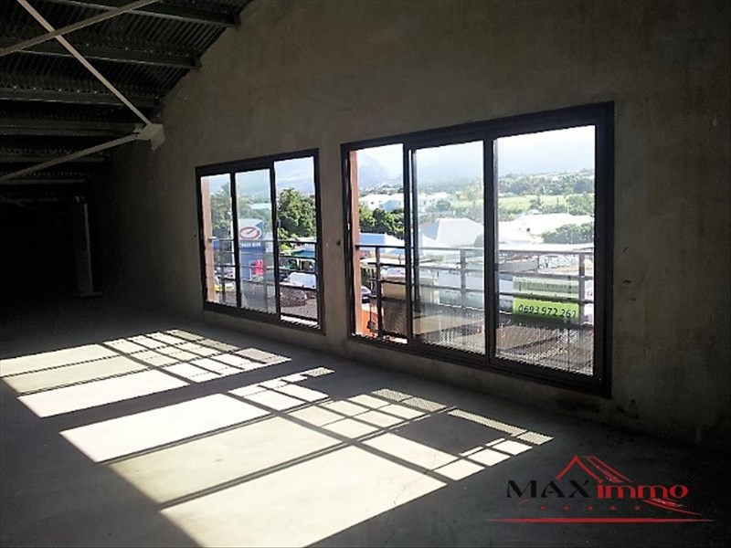 Location local commercial St pierre 2213€ HT/HC - Photo 1