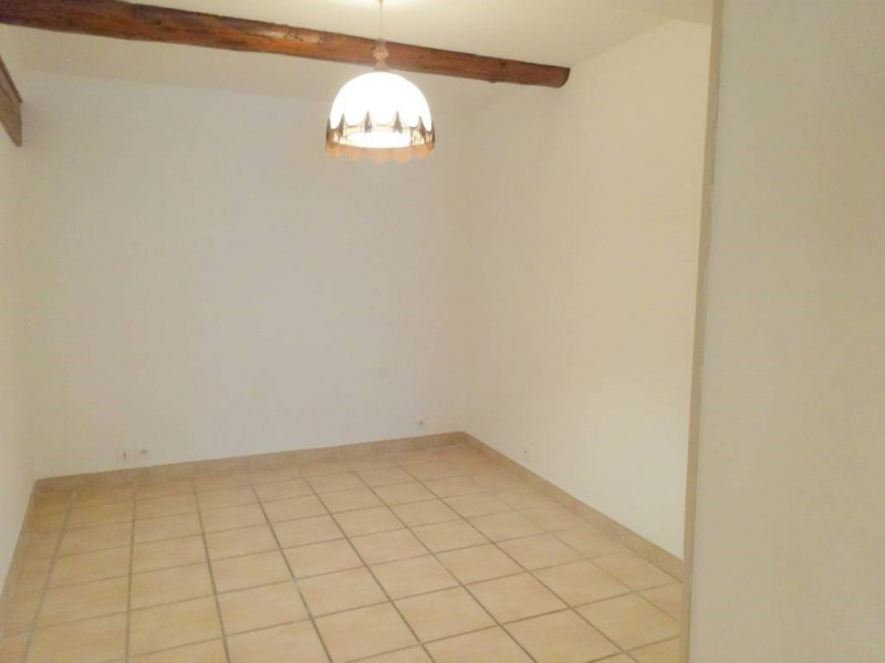 Location maison / villa Domazan 570€ CC - Photo 7
