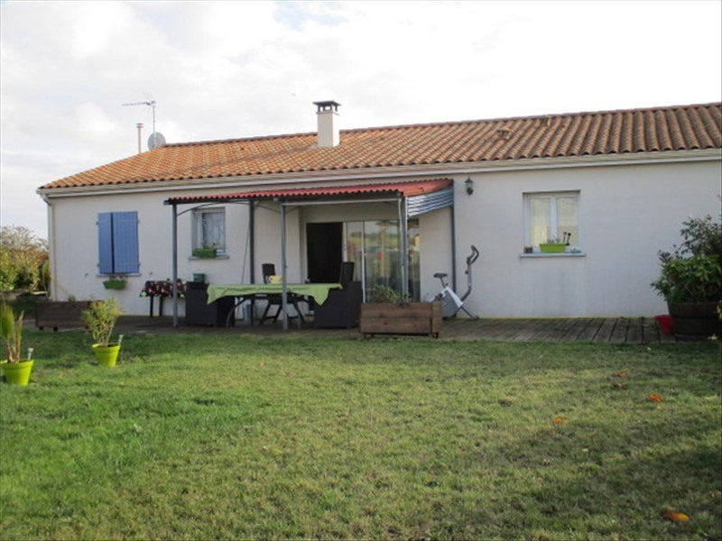 Sale house / villa St jean d angely 159750€ - Picture 2