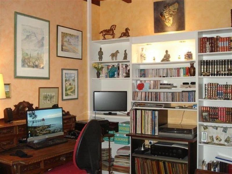 Sale house / villa Saint-jean-d'angély 299000€ - Picture 5