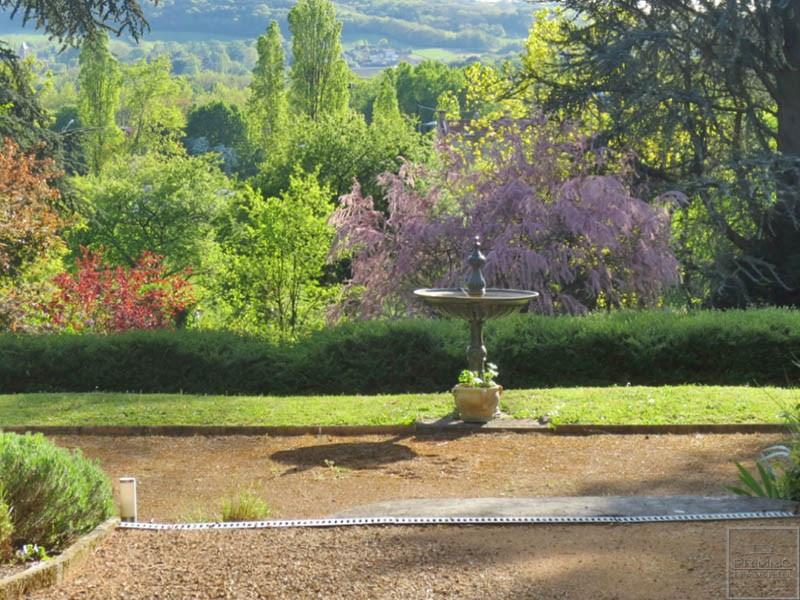 Sale house / villa Neuville sur saone 630000€ - Picture 1