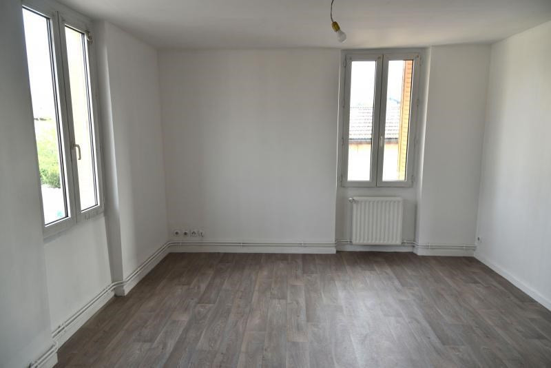 Rental apartment Oyonnax 380€ CC - Picture 1