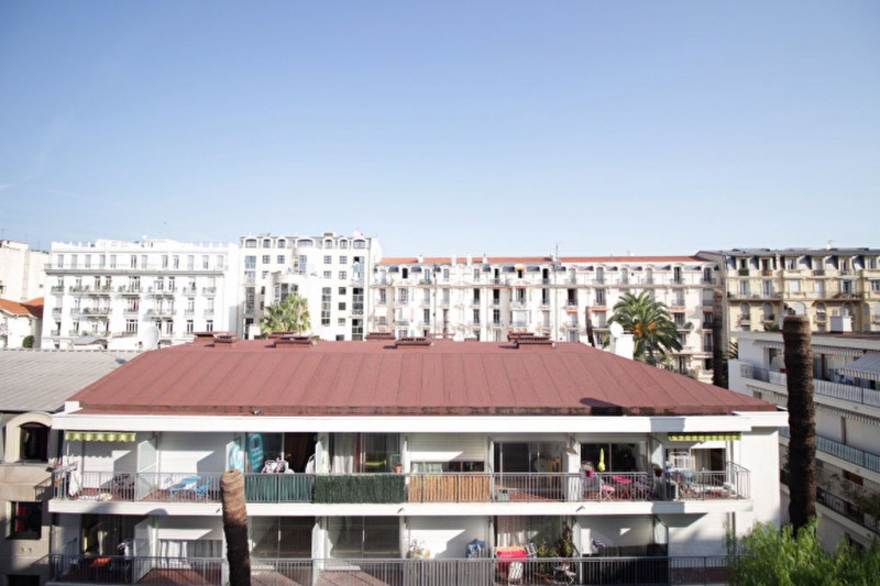 Sale apartment Nice 385 000€ - Picture 1