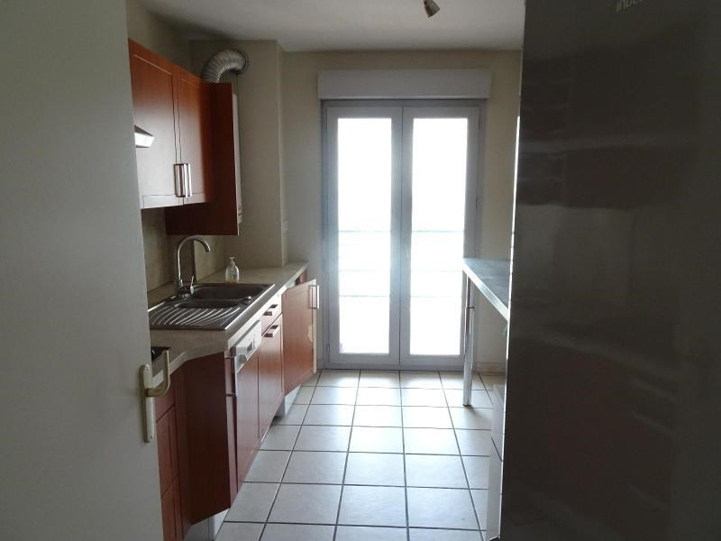 Location appartement Villefranche sur saone 858€ CC - Photo 3