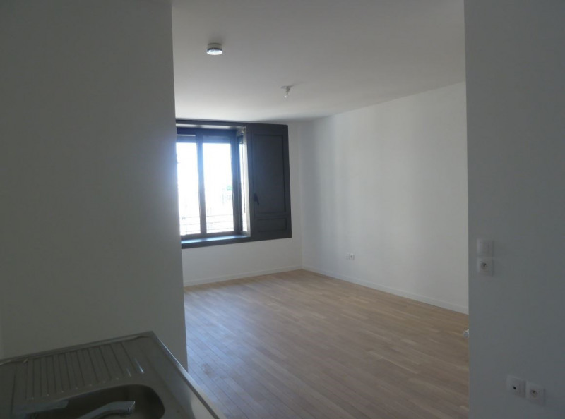 Location appartement Paris 18ème 1 060€ CC - Photo 4