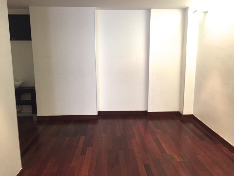 Location boutique Paris 8ème 5 980€ CC - Photo 2