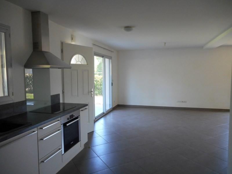 Rental house / villa St geoire en valdaine 851€ CC - Picture 3