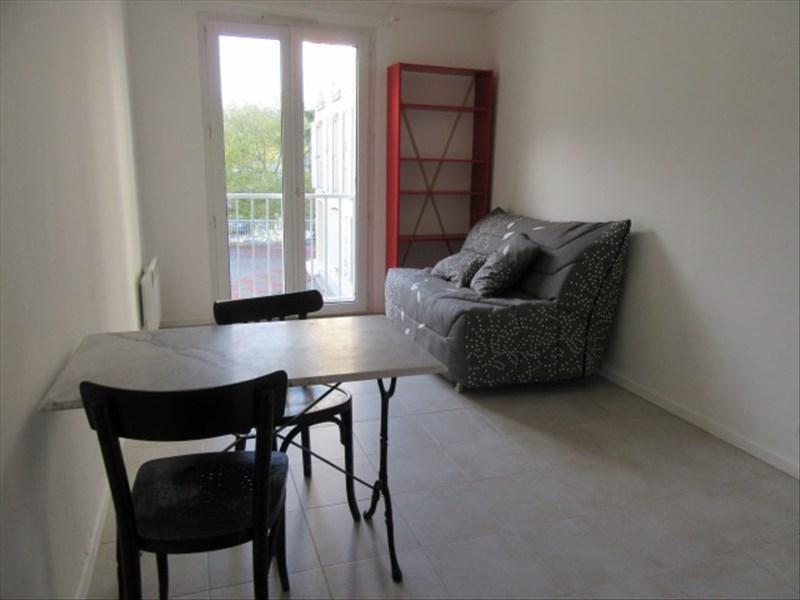 Location appartement Vendome 308€ CC - Photo 1