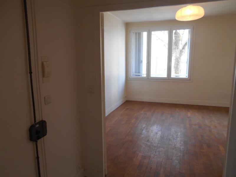 Location appartement Paris 18ème 1295€ CC - Photo 2