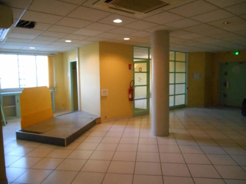 Location local commercial Carpentras 2232€ HT/HC - Photo 3