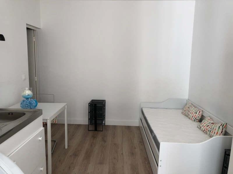 Location appartement Paris 7ème 900€ CC - Photo 3