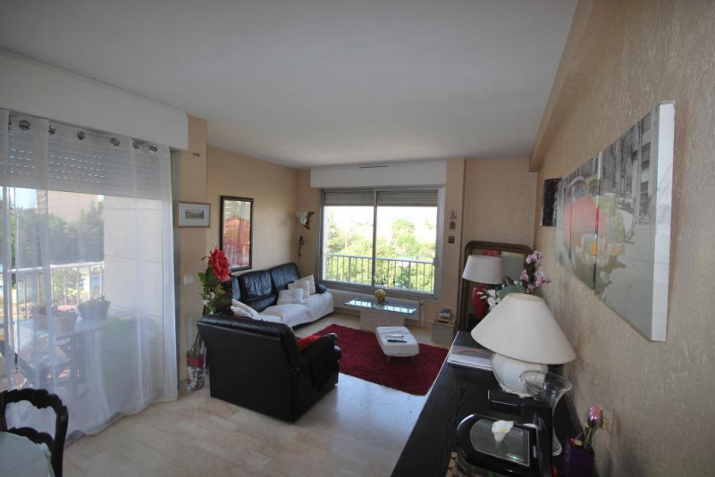 Rental apartment Antibes 1 157€ CC - Picture 1