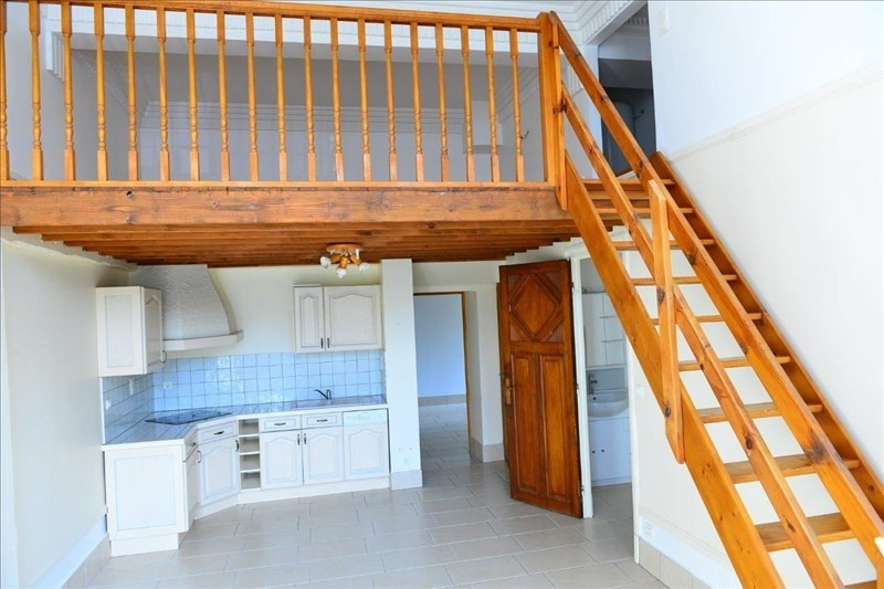 Rental apartment St quentin 568€ CC - Picture 1