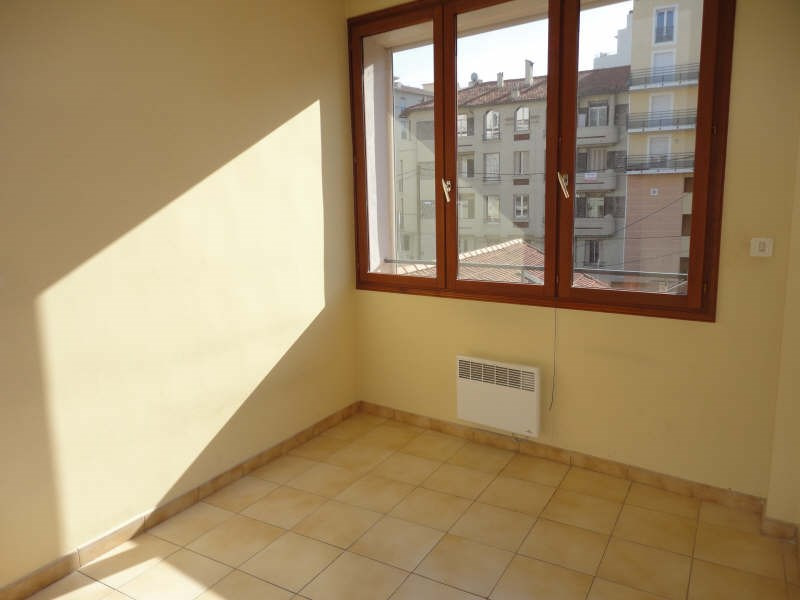 Location appartement Toulon 705€ CC - Photo 3