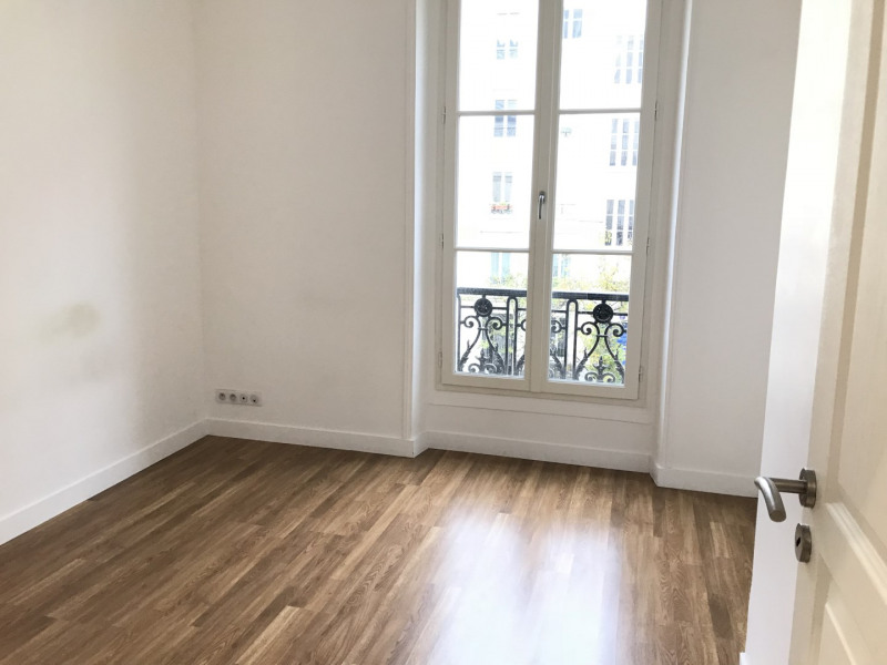 Location appartement Paris 11ème 2 627€ CC - Photo 7