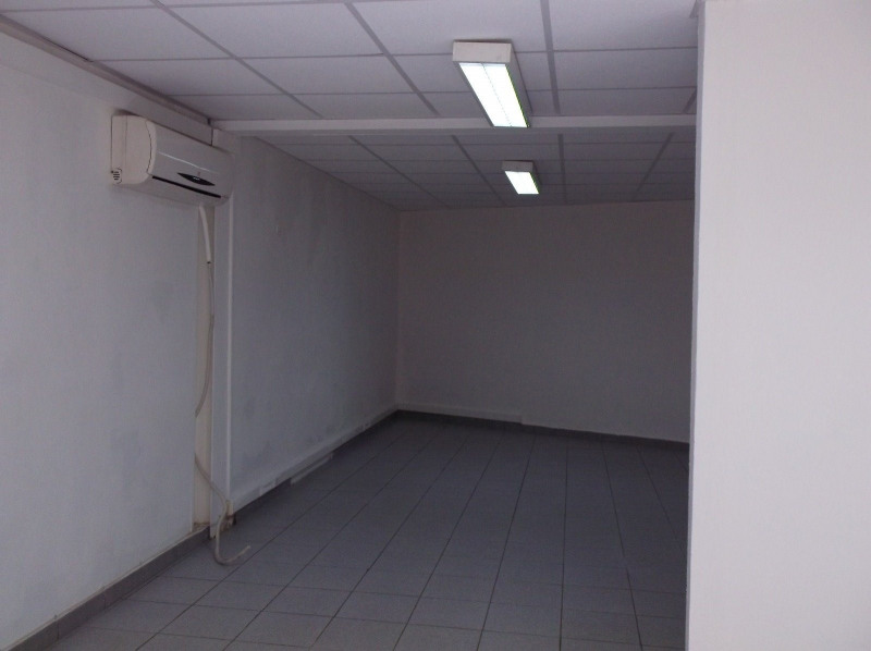 Location local commercial Les abymes 750€ CC - Photo 3