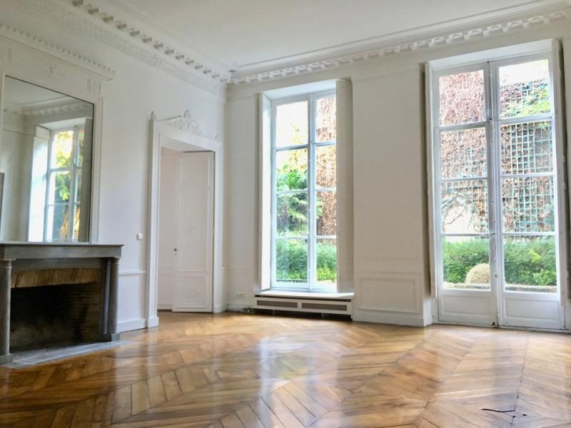 Rental apartment Paris 7ème 5880€ CC - Picture 1