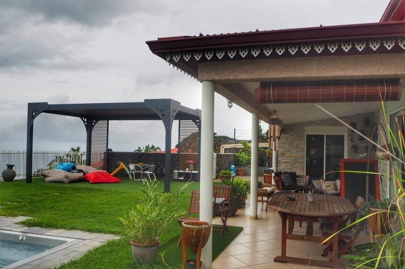 Deluxe sale house / villa La possession 695000€ - Picture 4