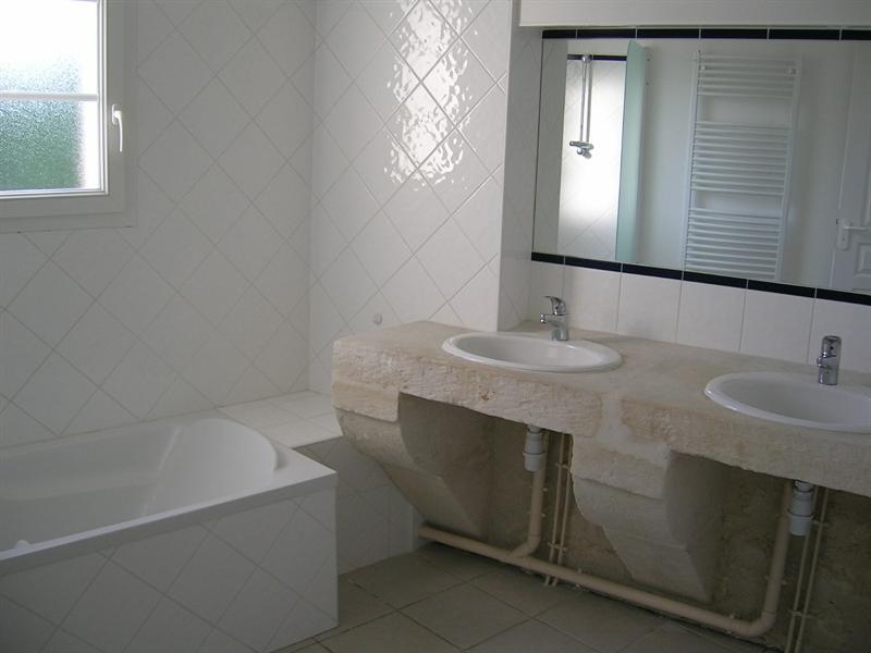 Rental apartment Saintes 856€ CC - Picture 4
