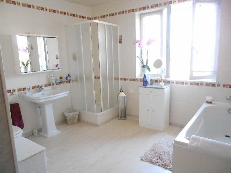 Sale house / villa Aigre 348000€ - Picture 6