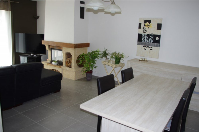 Vente maison / villa St genest lerpt 240000€ - Photo 2