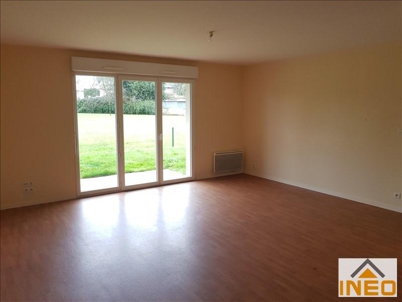 Location appartement Irodouer 451€ CC - Photo 2