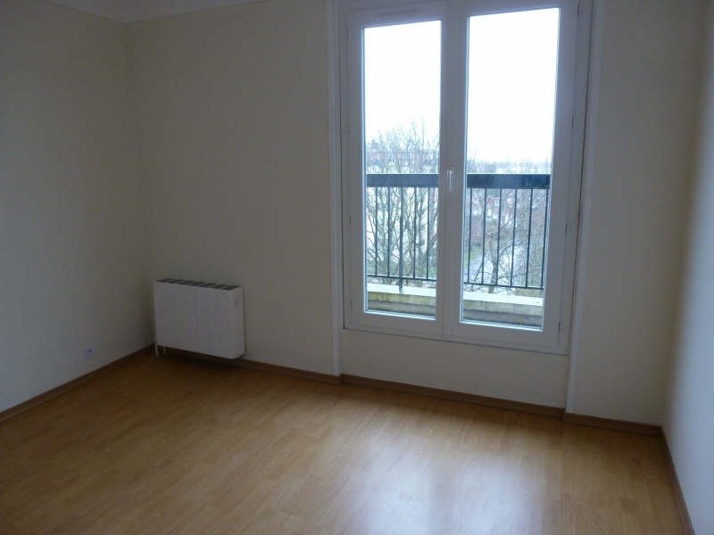 Location appartement Maurepas 1 072€ CC - Photo 3