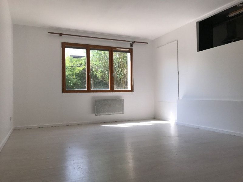 Rental apartment Nozay 840€ CC - Picture 1