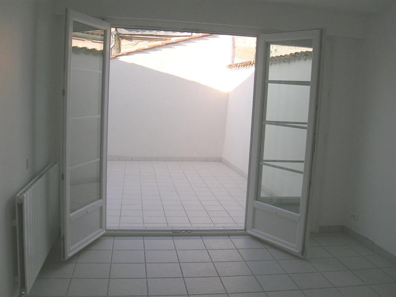 Rental apartment Saintes 856€ CC - Picture 3