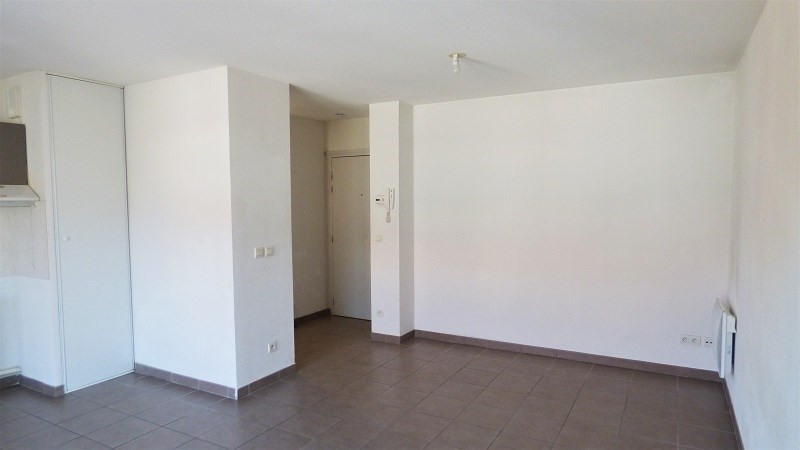 Location appartement St genis pouilly 923€ CC - Photo 2
