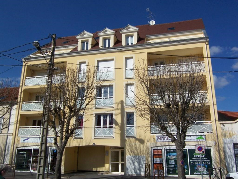 Rental apartment Arpajon 721€ CC - Picture 1
