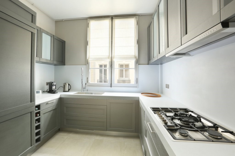 Location appartement Paris 7ème 9 800€ CC - Photo 12