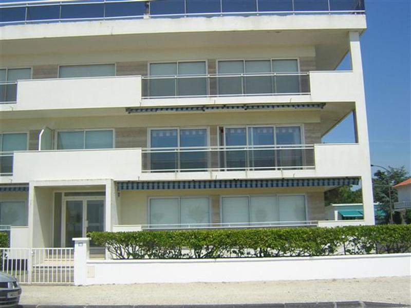 Location vacances appartement appartement en rez de for Location appartement avec chambre sans fenetre