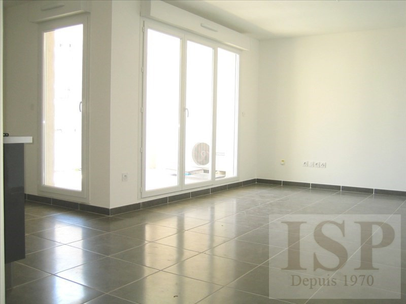 Location appartement Aix en provence 1 046€ CC - Photo 1