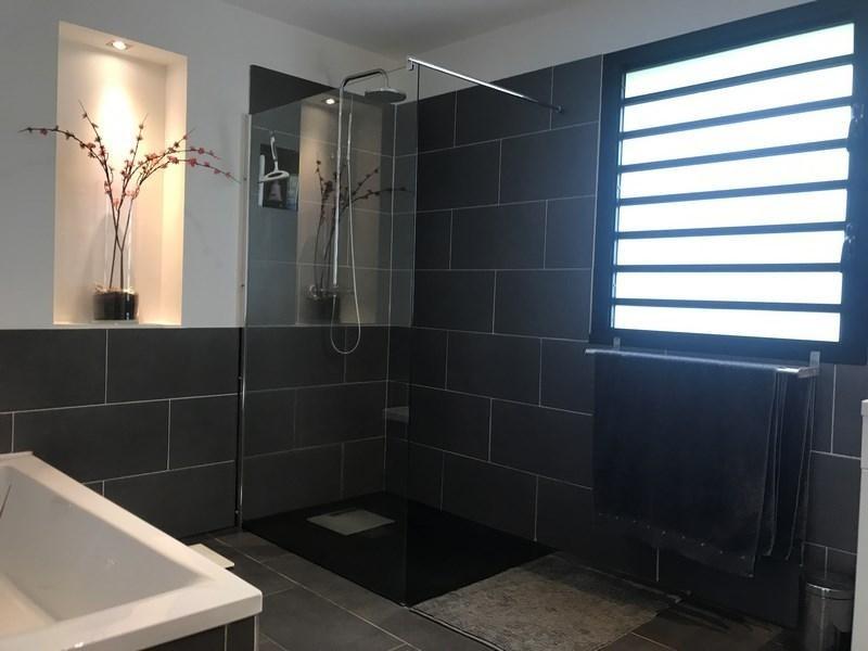 Deluxe sale house / villa St gilles les bains 880000€ - Picture 4