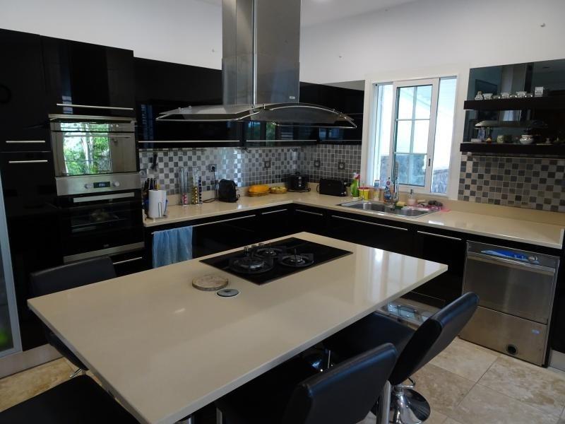 Deluxe sale house / villa La possession 570000€ - Picture 8