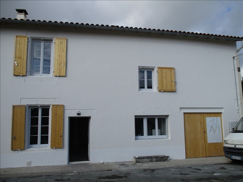 Sale house / villa St jean d angely 127 800€ - Picture 1