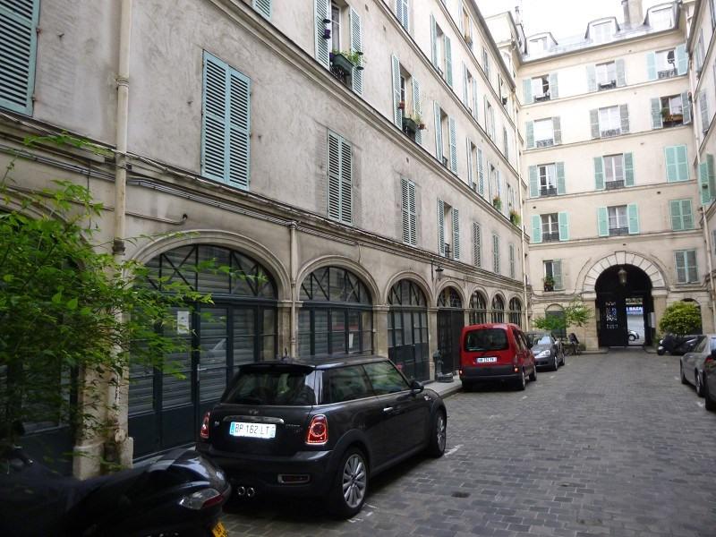 Location appartement Paris 10ème 758€ CC - Photo 10