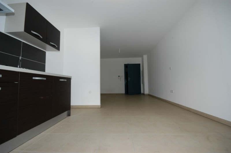 Rental apartment St pierre 546€ CC - Picture 2